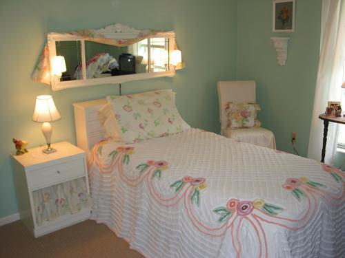 Peaceful Shabby Guestroom