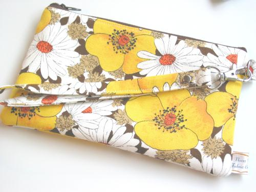 Vintage Poppy and Daisy Fabric Wristlet